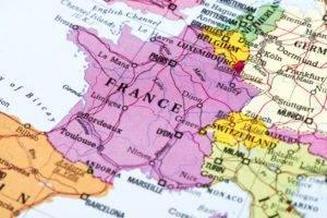 Europa, più azioni e meno obbligazioni ma senza azzerare le strategie di copertura