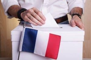 Francia, Macron aumenta il distacco dopo l'ultimo dibattito tv