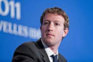 Zuckerberg ingaggia il sondaggista della Clinton. Nel mirino c'è la Casa Bianca?