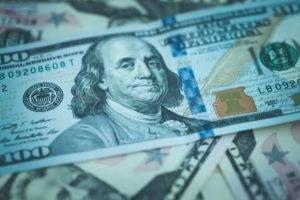 Valute, le scelte giuste con il biglietto verde debole