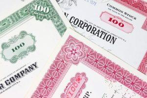 Obbligazioni societarie, più titoli dei settori difensivi e meno bancari