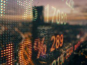 Azioni, la volatilità in aumento provoca una revisione delle valutazioni