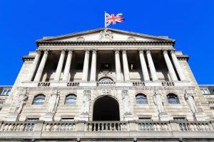 Bank of England alza i tassi dopo 10 anni e la sterlina perde terreno