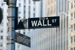 Azioni: Wall Street sostenuta dagli utili, l'Europa dalle valutazioni