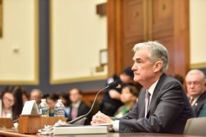 Powell: falco o colomba? Riflettori puntati sulla conferenza stampa d'esordio