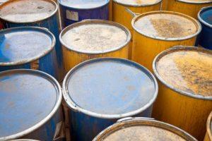 Petrolio, meglio puntare sulle azioni del settore che sul greggio
