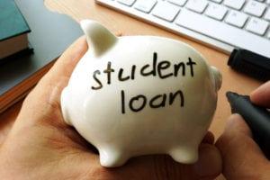 Studenti USA sempre più indebitati: un fardello da 1.500 miliardi di dollari