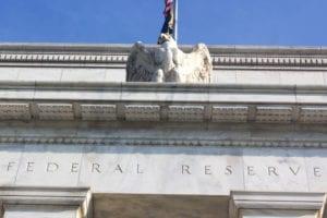 La Fed tira diritto sui dati, banche italiane molla compressa