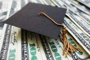 ETF al posto delle… sigarette: un metodo per ripagare il debito studentesco