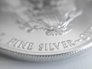 Perché adesso l'argento ha più potenziale dell'oro