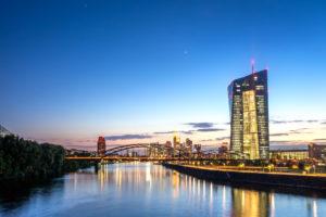 Eurozona: continua il sostegno della Bce, ma le preoccupazioni restano