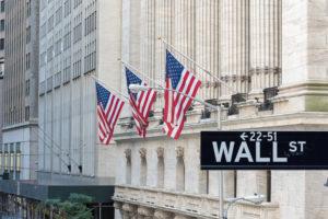 Mercato azionario: chi comanda tra Fed, utili e guerra commerciale?