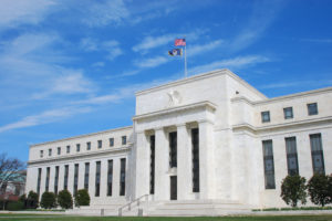 In attesa di buone indicazioni dalla Fed e dagli indici Pmi