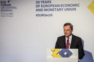 Spread giù ma bancari in crisi, ecco il risultato della politica di Draghi
