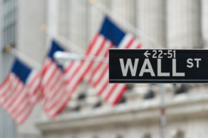 Record a Wall Street, ma scatta un allarme di liquidità