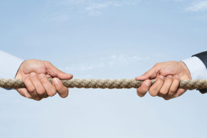 Due forze contrapposte orientano l'andamento dei mercati