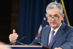 Powell apre sui tassi ma finisce nel mirino di Trump