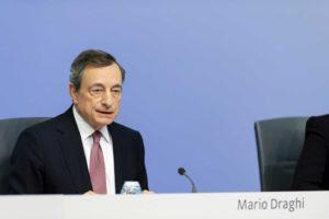 """Draghi, ancora accuse dalla Germania: """"Non è indipendente"""""""