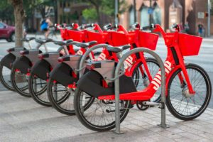Uber lancia il bike sharing elettrico in Italia, si parte da Roma