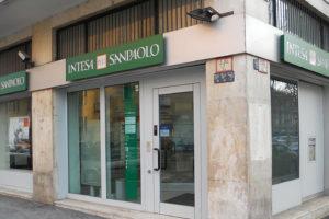 Trimestre boom per Intesa Sanpaolo, l'utile supera il miliardo