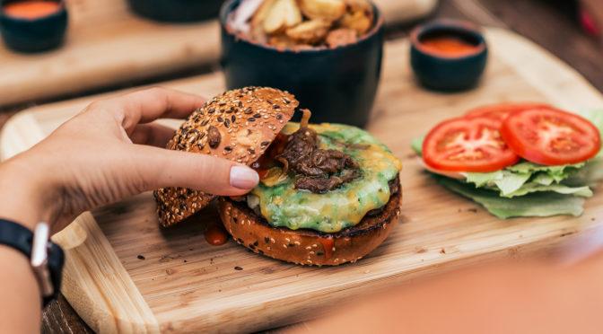 Hamburger senza carne, è boom. Ma sono davvero sostenibili?