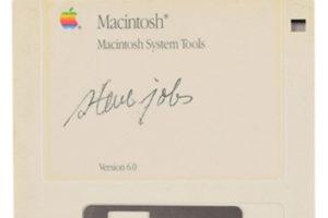 Asta record per un floppy firmato Steve Jobs