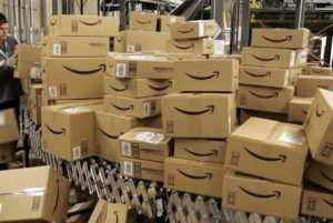 Amazon, consegne più lente e precedenza a prodotti di prima necessità