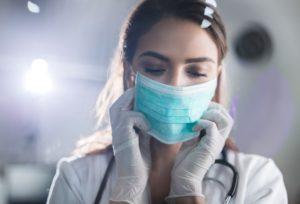 Coronavirus, l'Italia pronta a comprare 100 milioni di mascherine da un'azienda cinese