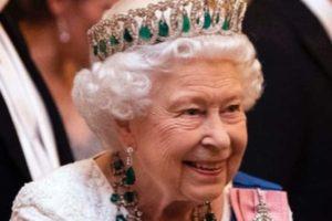 La regina d'Inghilterra affitta case su Airbnb