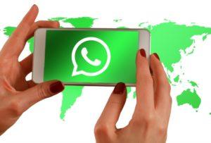"""WhatsApp, stop agli invii a più chat di messaggi """"virali"""""""